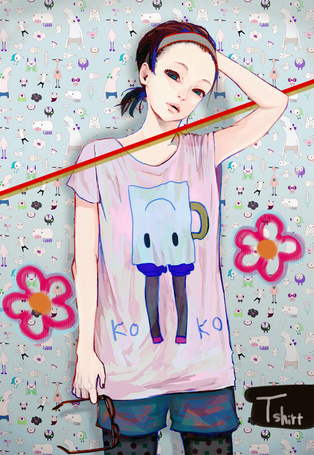 Фото Аниме девушка. На футболке написано (KOKO) (Tshirt)
