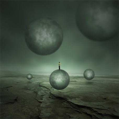 Фото Человек поднимается в небо на одном из гиганских шаров (© Anatol), добавлено: 25.10.2011 16:47