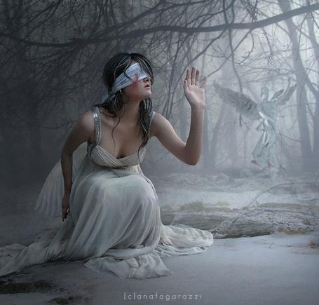 Фото Девушка с завязанными глазами  ([c]anafagarazzi) (© Radieschen), добавлено: 27.10.2011 11:33