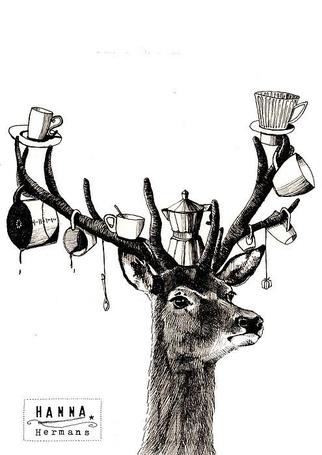 Фото Олень и большими рогами, на которых висят столовые приборы (кружки, чашки, заварник и т.д.)