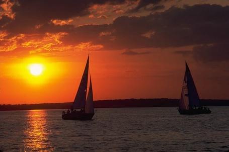 Фото Два парусника в море на закате солнца (© Morena), добавлено: 29.10.2011 09:05