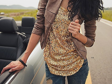 Фото Девушка в блестящем золотом топе (© Юки-тян), добавлено: 29.10.2011 12:33