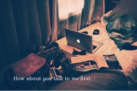 Фото На кровате лежат разные вещи (How about you talk to me first) (© Lola_Weazlik), добавлено: 29.10.2011 19:41