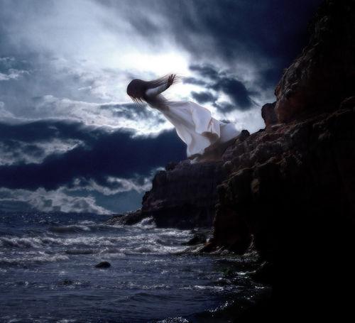 Фото Девушка падает в море с обрыва: photo.99px.ru/photos/34847