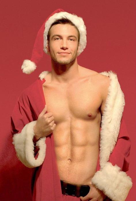 Фото Парень в костюме Деда Мороза.