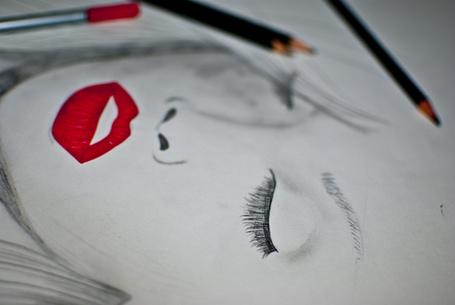 Фото Рисунок девушки с красными губами