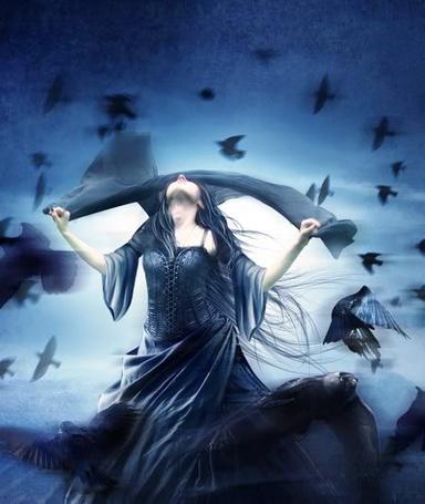 Фото Готесса одевает повязку на глаза, а вокруг неё кружат вороны (© Флориссия), добавлено: 06.11.2011 12:02