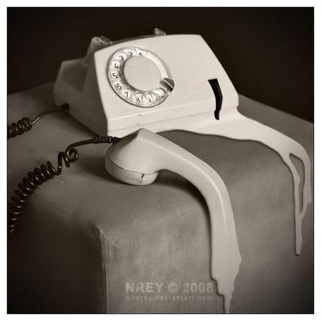 Фото Расплавленный советский телефонный аппарат (NREY 2008) (© Radieschen), добавлено: 06.11.2011 12:11