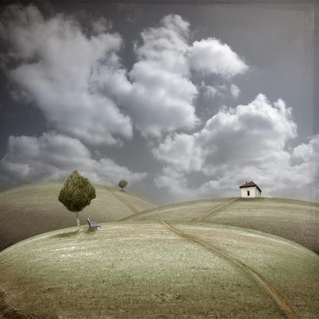 Фото Место где мы раньше были ( круглые холмы и домик ) (© Флориссия), добавлено: 16.11.2011 19:13