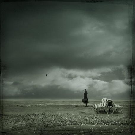 Фото И снова в этот вечер я одна ( девушка стоит около скамейки на пустыре ) (© Флориссия), добавлено: 20.11.2011 13:40