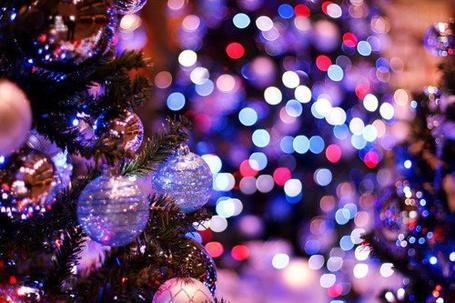 Фото Новогодняя ёлка с шарами и дождиком (© Штушка), добавлено: 24.11.2011 03:08