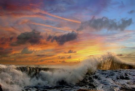 Фото Гребень морской волны на закате (© Яра), добавлено: 24.11.2011 17:39