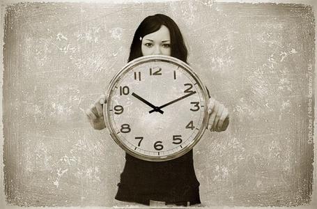 Фото Девушка с часами, показывающими начало одиннадцатого Портрет девушки (работа Никиты Башкова / Nikita Bashkov) (© Radieschen), добавлено: 24.11.2011 18:30