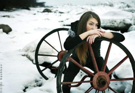 Фото Девушка и колесо  (работа Никиты Башкова / Nikita Bashkov) (© Radieschen), добавлено: 24.11.2011 18:33
