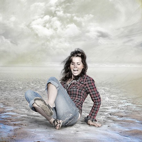 Фото Кричащая девушка в степи (© Radieschen), добавлено: 25.11.2011 20:51