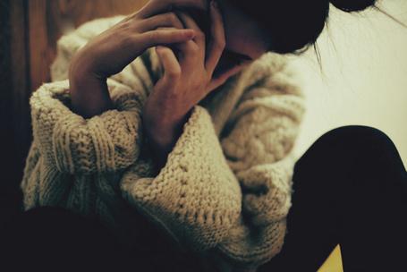 Фото Девушка прикрыла рукам лицо (© Mary), добавлено: 25.11.2011 22:10