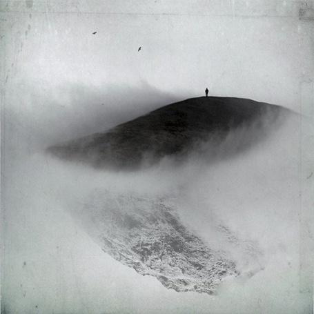 Фото Силуэт мужчины на горе занесенной снегом в облаках (© Флориссия), добавлено: 26.11.2011 12:57