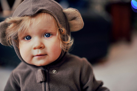 Фото Малыш в сером костюмчике
