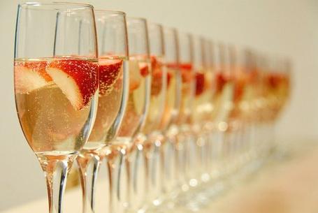Фото Шампанское с клубникой (© Mary), добавлено: 27.11.2011 15:08