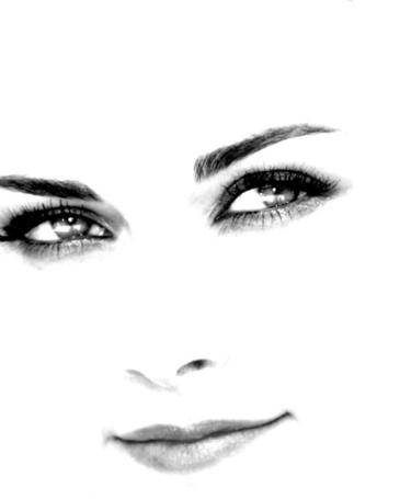 Фото Девушка прищурив взгляд смотрит в сторону (© Mary), добавлено: 30.11.2011 23:31