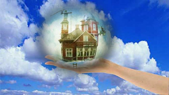 Фото домик у девушки на руке на фоне