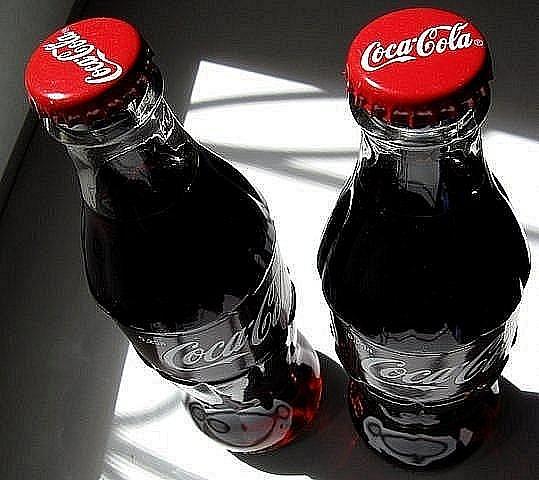 Бутылки кока кола фото