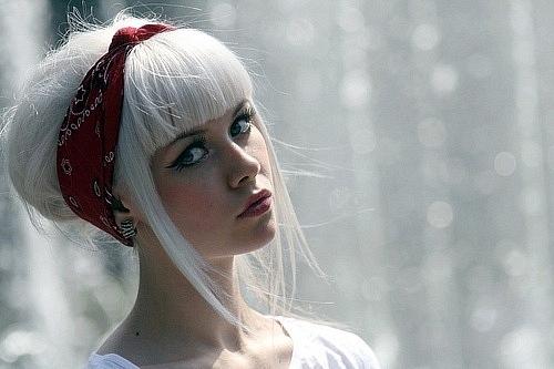 Студопедии белые волосы с чклкой правильно выбрать надежного