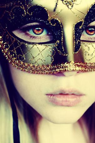 Фото Девушка с карими глазами в маске (© Капитошка), добавлено: 01.12.2011 17:16