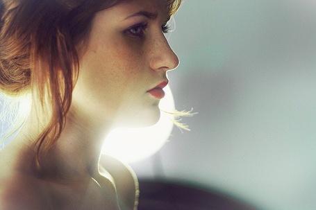 Фото Рыжая девушка в профиль