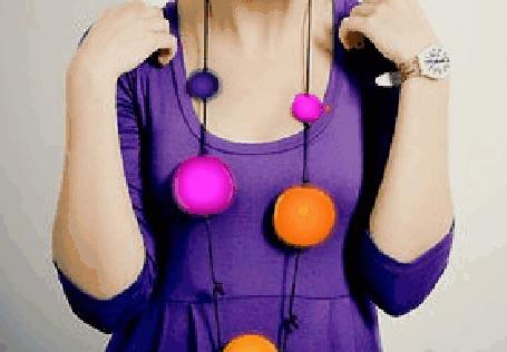 Фото Девушка с украшениями в виде разноцветных шариков (© Anatol), добавлено: 02.12.2011 01:39