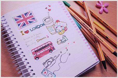 Фото Рисунок в тетрадке (I love LONDON), рядом лежат карандаши (© StepUp), добавлено: 02.12.2011 11:23