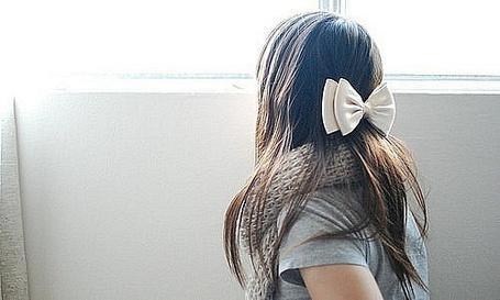 Фото Девушка с бантиком у окна (© Яра), добавлено: 02.12.2011 12:54