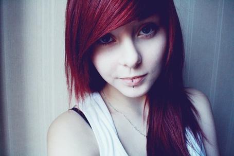 Фото Девушка с красными волосами в майке (© lemon), добавлено: 02.12.2011 16:14