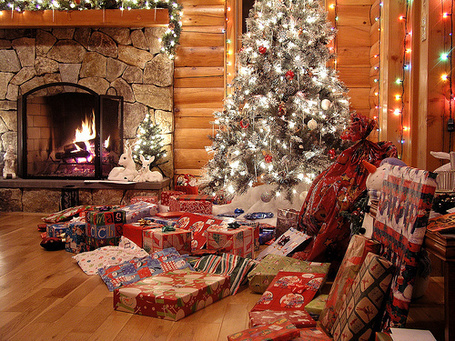 Фото Камин, ёлка и подарки