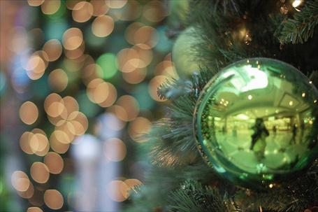 Фото Зелёный шар на ёлке (© Штушка), добавлено: 03.12.2011 03:35