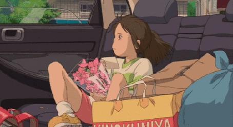 Фото Тихиро едет в машине (аниме Унесенные призраками)