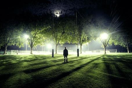 Фото Фото Джонаса Форнерода(человек стоящий ночью на зеленой лужайке) (© bad luck), добавлено: 03.12.2011 20:15