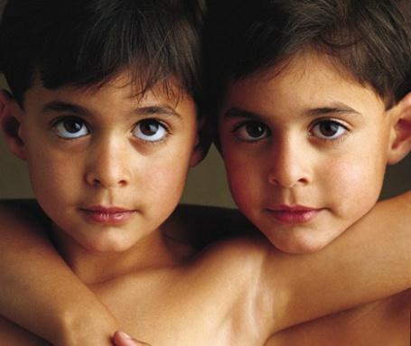 Фото Два мальчика близнеца (© Radieschen), добавлено: 04.12.2011 21:10