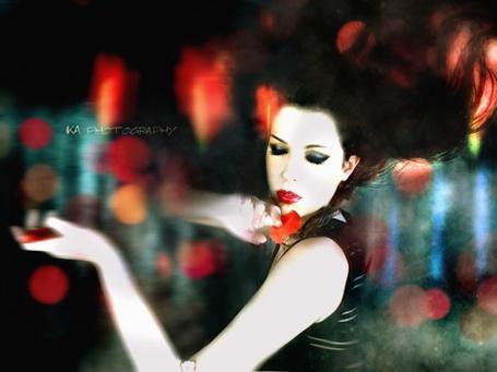 Фото Девушка и красный лепесток (IKA photography) (© Radieschen), добавлено: 05.12.2011 09:23