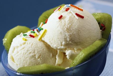 Фото Шарики мороженого с киви (© StepUp), добавлено: 05.12.2011 10:09