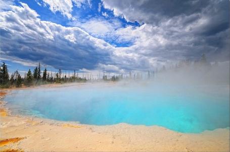 Фото Голубое озеро покрытое туманом (© Флориссия), добавлено: 06.12.2011 16:41