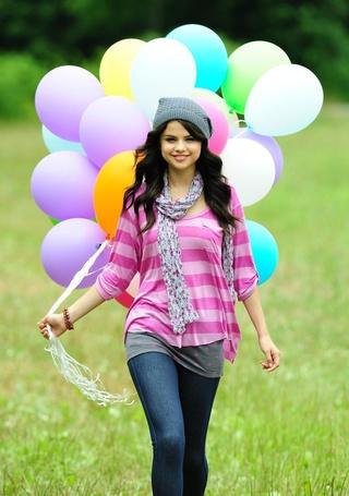 Фото 'Селена Гомез/Selena Gomez' с воздушными шарами