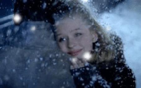 Фото Девушка обнимает парня стоя под снегом (© Штушка), добавлено: 08.12.2011 02:48