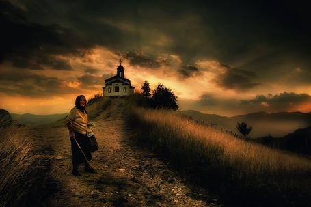 Фото Старушка идёт к церкви (© Флориссия), добавлено: 08.12.2011 12:10