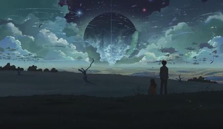 Фото Двое смотрят на появившуюся в небе гиганскую планету Нибиру
