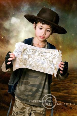 Фото Мальчик в шляпе изучает карту мира (copyright by Cindy Crindsten Deviantart)