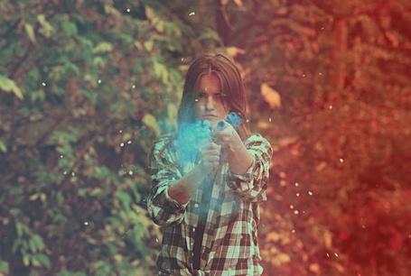 Фото Смешная девушка с хлопушкой в руках (© СyмАшеDшая Pандa), добавлено: 18.12.2011 12:24