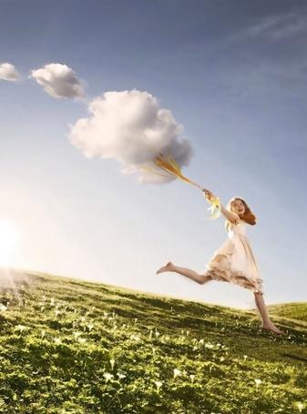 Фото Девочка бежит с облаком на привязи (© Флориссия), добавлено: 20.12.2011 17:08