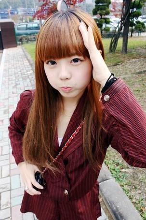 Фото Рыжая кореянка состроила рожицу
