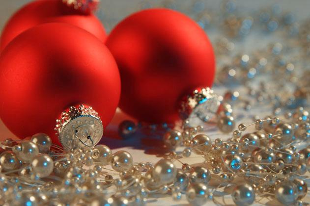 Фото Украшение на ёлку, красные шары